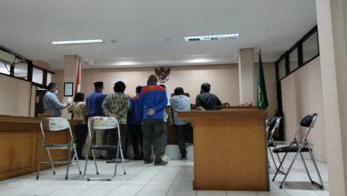 Photo of Slip gaji dan bukti transfer para tergugat sebagai bukti awal untuk Majelis kabulkan Provisi